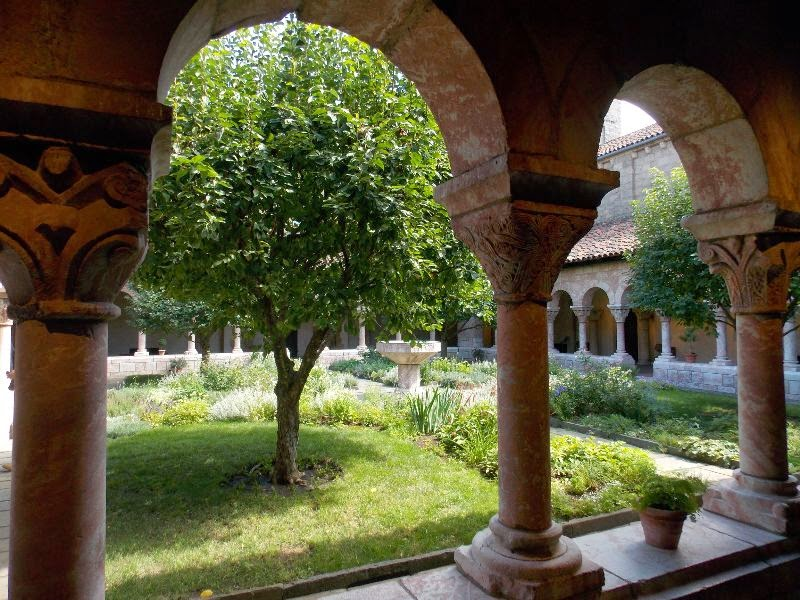 The Cloisters, Innenhof
